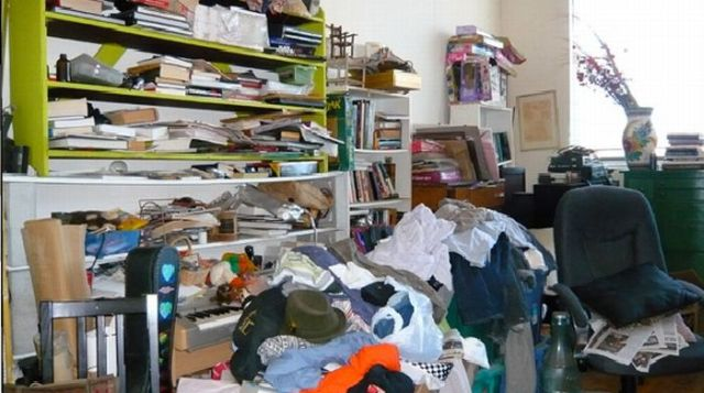 Homes That Are So Icky That Experts Clean Them… (28 pics)