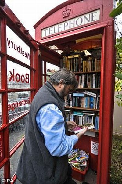 Library in a Phone Booth (7 pics)
