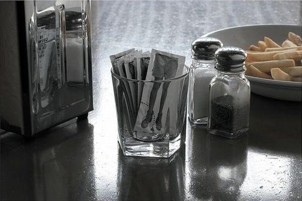 Ketchup Vs. Landmines (4 pics)