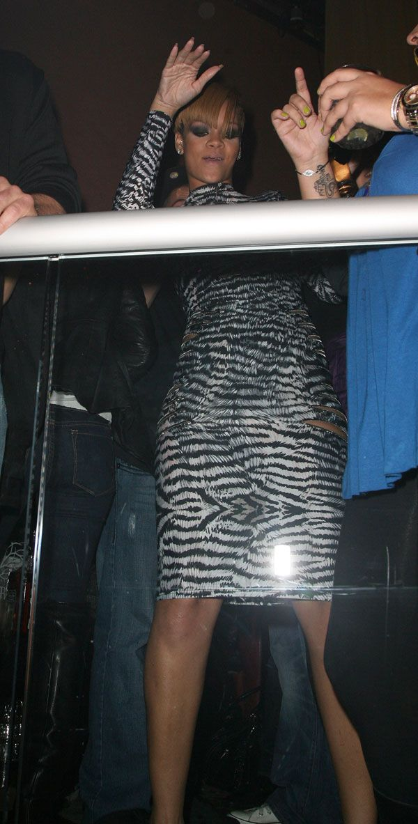 Rihanna's New Outfit (10 pics)