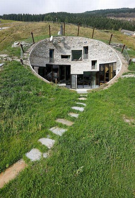Cool Underground House on a Hill (26 pics)