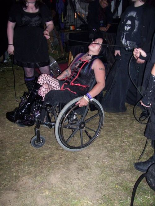 When Goth People Are Partying (15 pics)