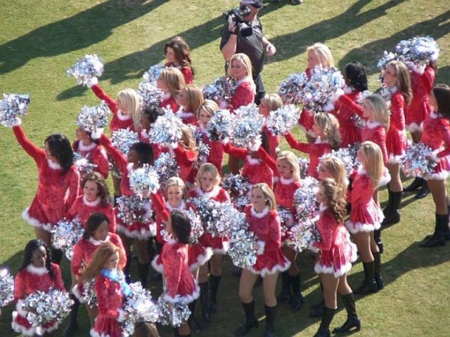 Compilation of Hot Cheerleaders (32 pics)