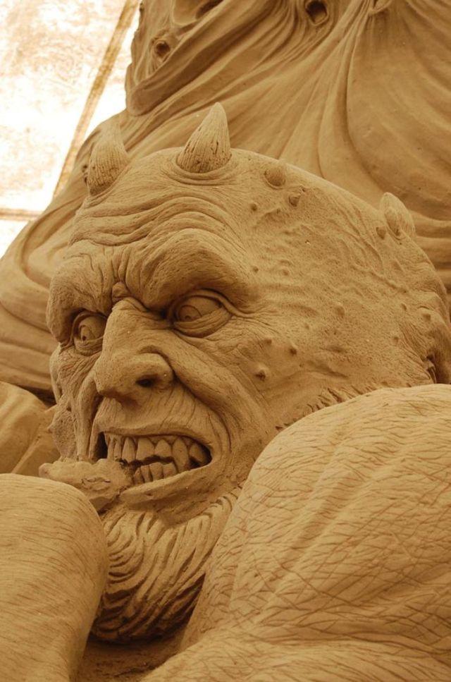 Stunning Sand Sculpture (16 pics)