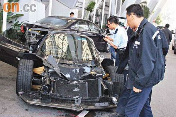 One of the Most Expensive Supercars Crashed (6 pics)