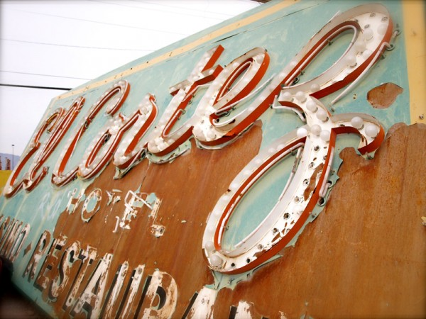 Las Vegas Neon Museum Created to Inspire Artists and Students (16 pics)