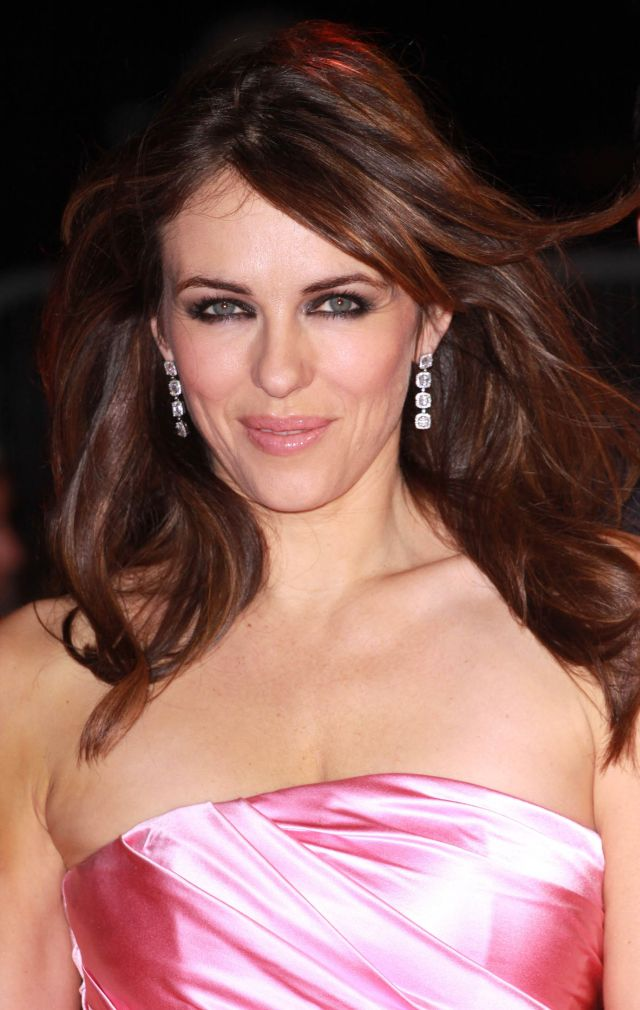 Elizabeth Hurley is Still So Damn Pretty and Desirable (8 pics)