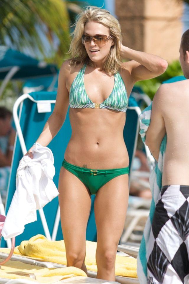 Carrie Underwood Bikini Pictures (13 pics)