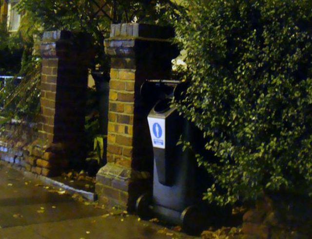 The Wheelie Bin Urinal (7 pics)