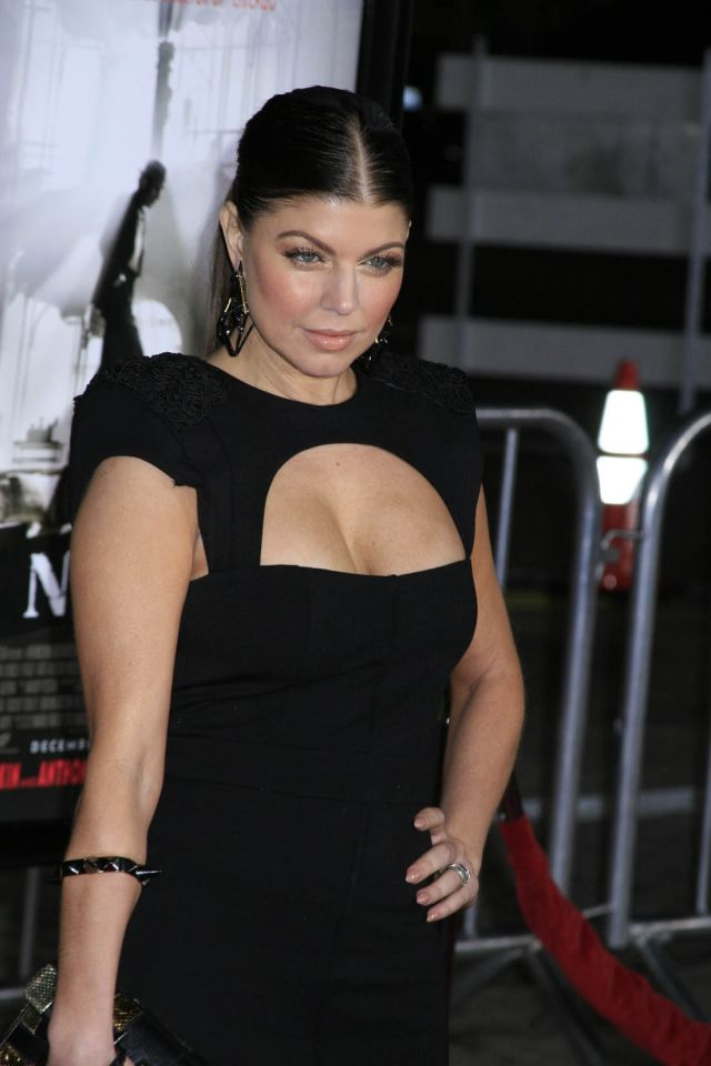 Fergie and Her Nice Cleavage (9 pics)