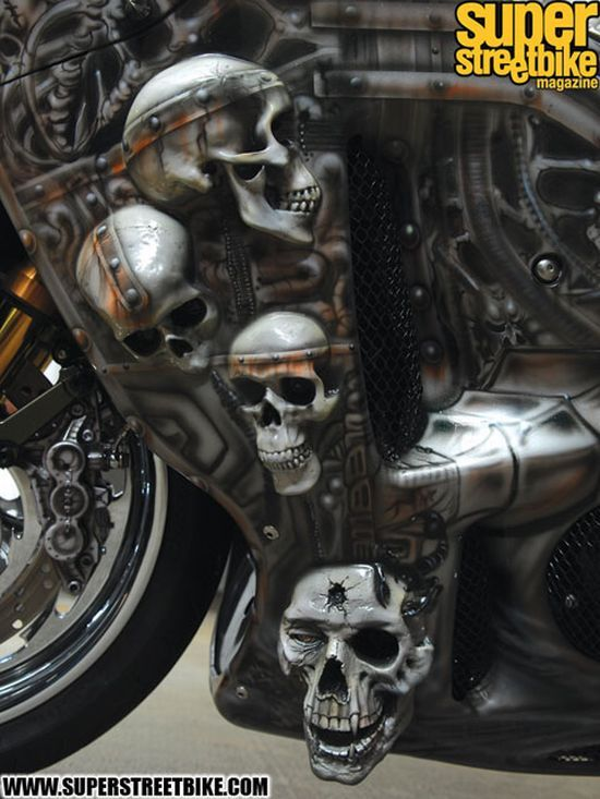 The Predator Bike! (13 pics)