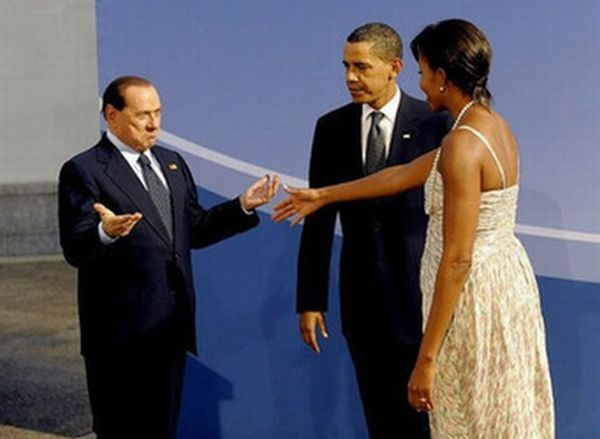 Who Was Behind Berlusconi's Beating (5 pics)