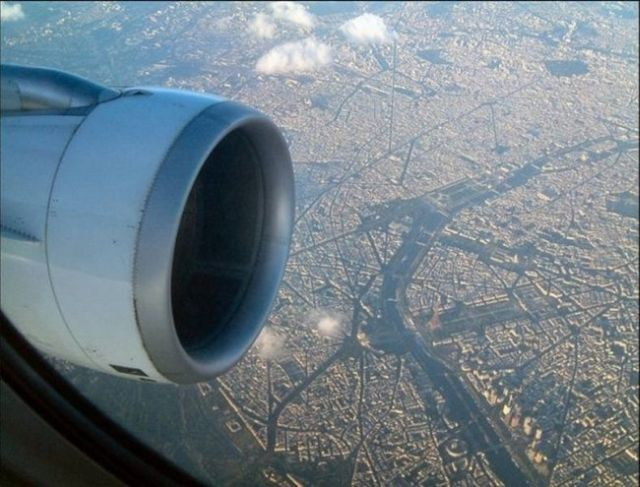 Under a Plane's Wing... (28 pics)