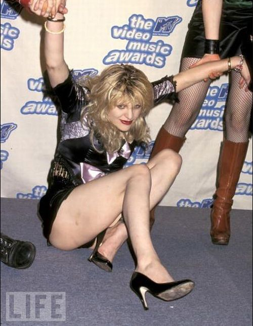 Courtney Love Can Be So Different (28 pics)