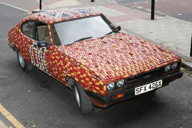 Ford Capri Covered With Little Cars (5 pics)