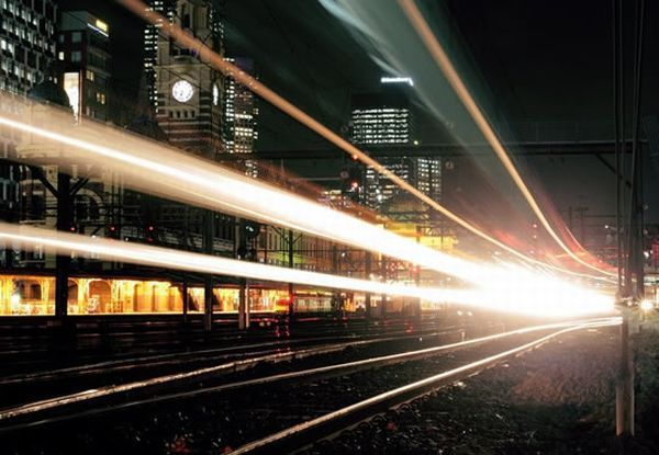 Stunning Light Trail Photos (27 pics)