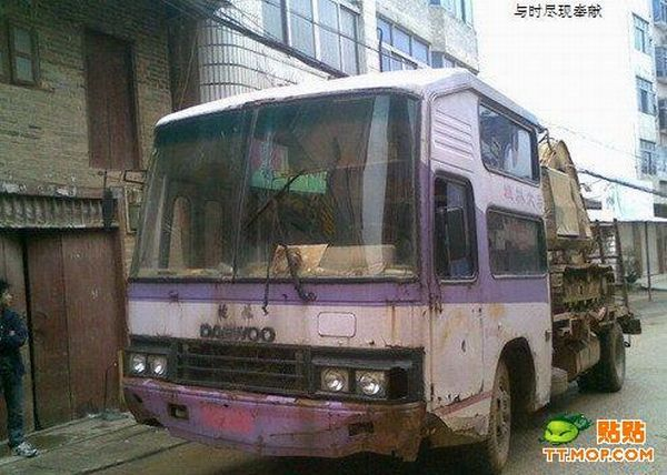 Once It Was a Bus and Now… (4 pics)