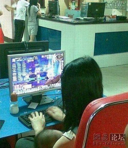 Chinese Gamer Girl (3 pics)