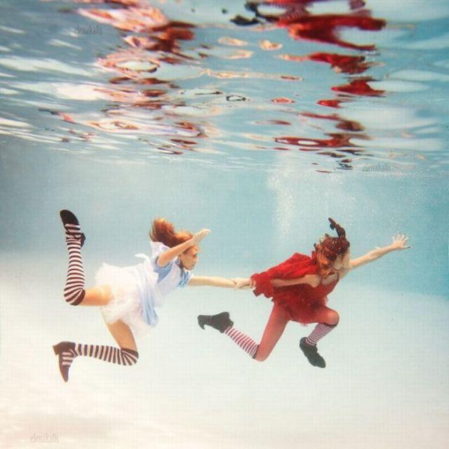 Alice's Adventures in Waterland (13 pics)