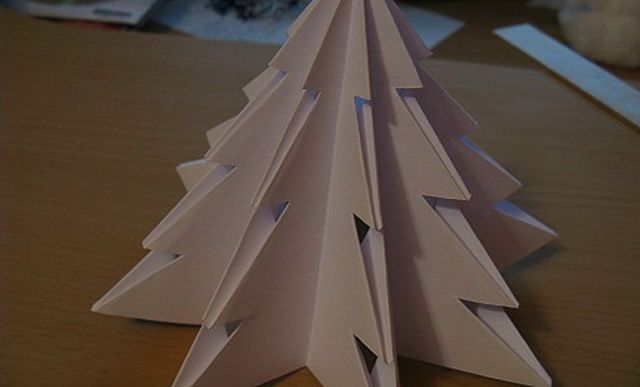 Christmas Tree on a Table (22 pics)
