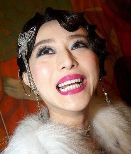 Chinese Lady Gaga Wannabes. Not All of Them Are Great… (16 pics)