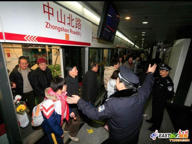 Accident in Shanghai Metro (17 pics)
