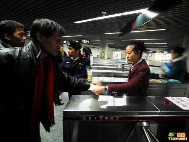 Accident in Shanghai Metro (17 pics)