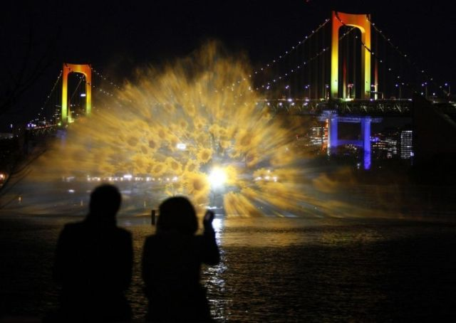 Odaiba Water Illumination (3 pics + 1 video)