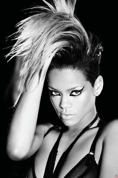 Rihanna (11 pics)