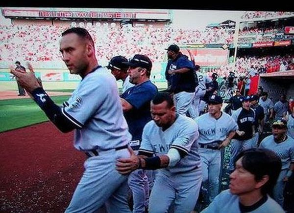 Impressive and Funny Moments in Sports. Part 2 (61 pics)
