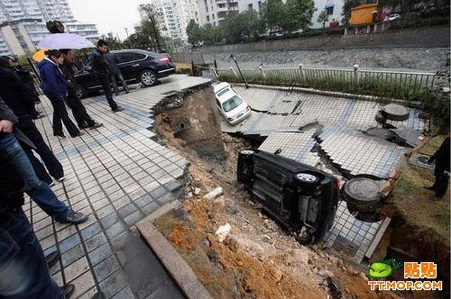 Ground Collapse (3 pics)