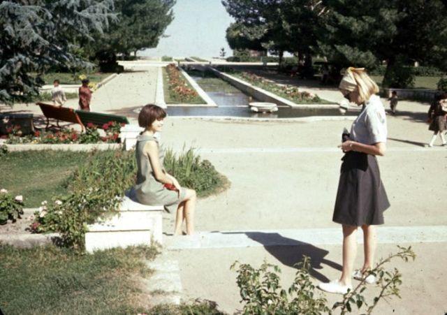 Kabul 40 Years Ago Vs. Kabul Now (2 pics)