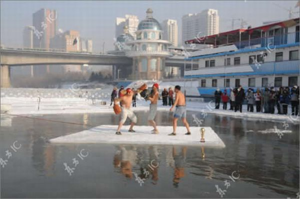 Boxing on Ice (4 pics)