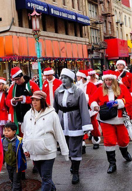 Unusual Santa Claus (7 pics)