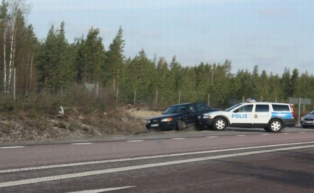 Swedish Police Is Very Harsh ... (7 pics)