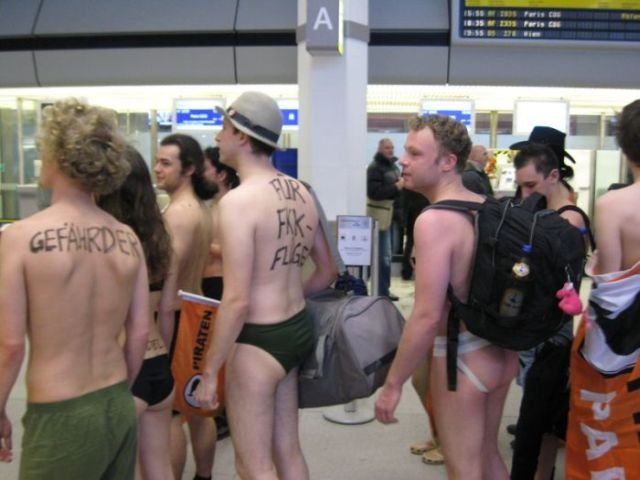 Flashmob-Like Actions in German Airports (34 pics)