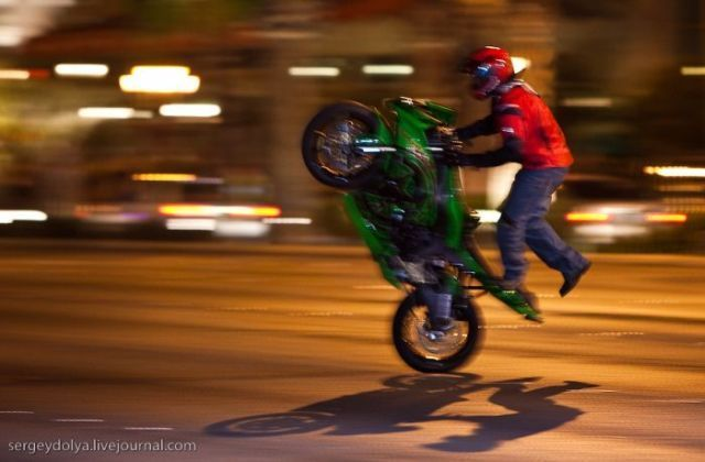 Stunts on Bikes (18 pics + 1 video)