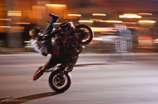 Stunts on Bikes (18 pics + 1 video)