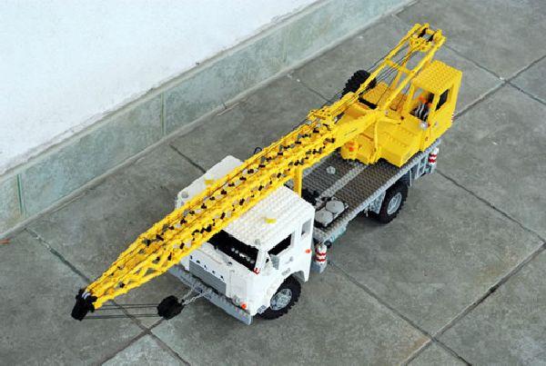 Real Looking Lego Trucks (15 pics)