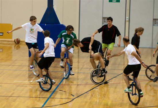 An Alternative Way to Do Sports (10 pics)