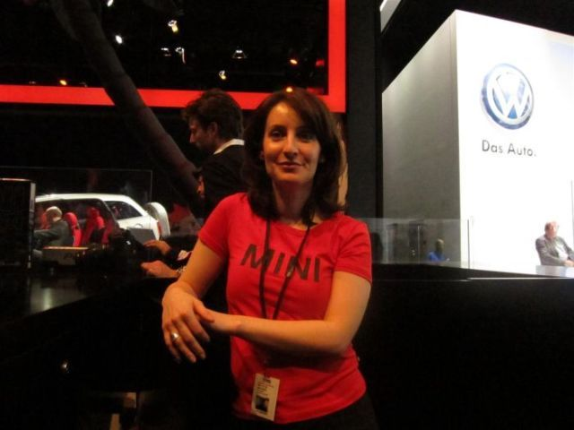 Girls at the 2010 Detroit Auto Show! (25 pics)