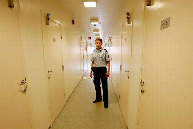 Norwegian Green Prison (14 pics)