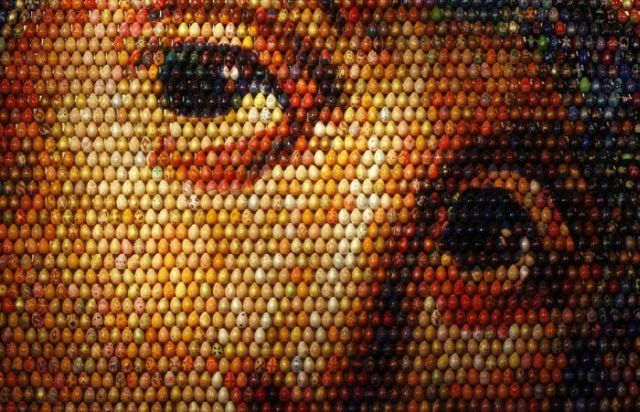 Virgin Mary Mosaic Made from 15,000 Easter Eggs (4 pics)
