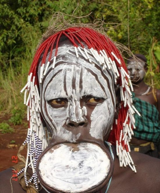 People of the Mursi Tribe in Ethiopia (14 pics)