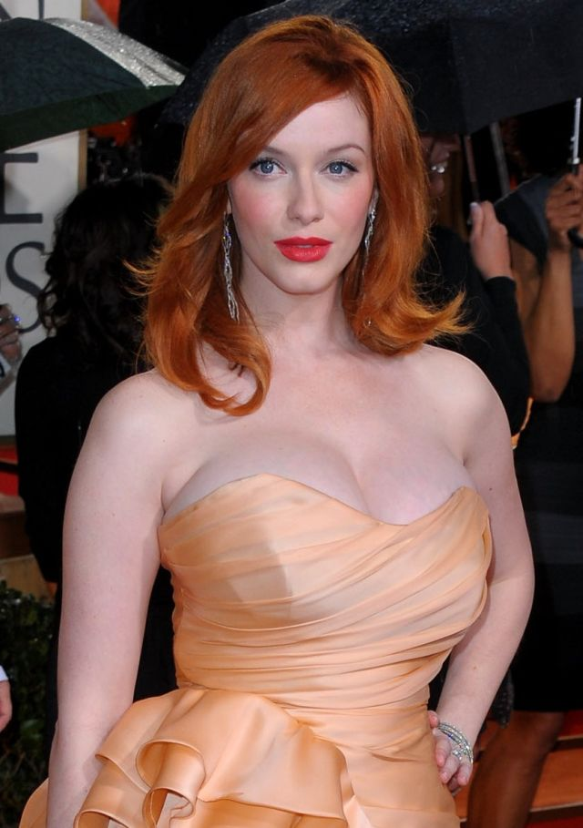 Actually there were three globes = 1 Golden Globe + 2 globes of Christina Hendricks (7 pics)