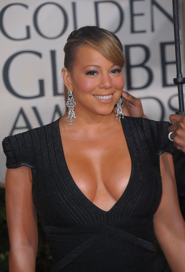 Cleavage War: Mariah Carey vs Halle Berry (12 pics)