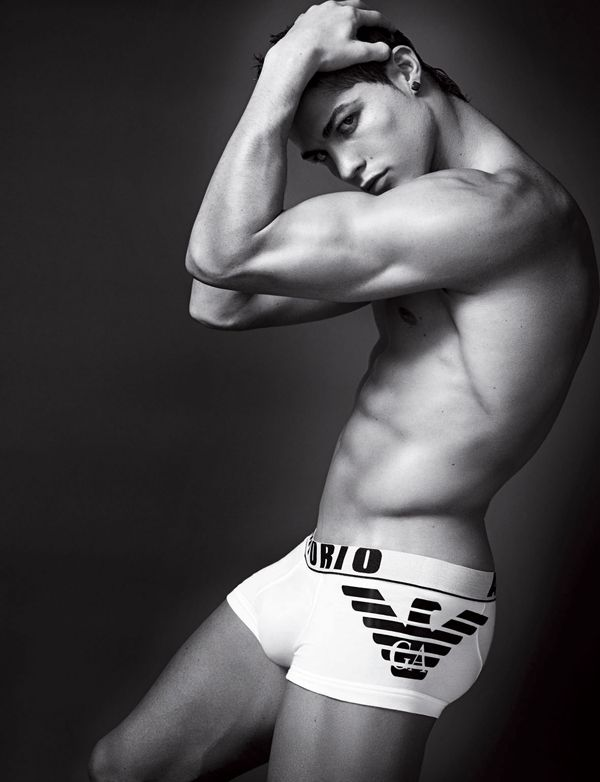 Semi-Nude Cristiano Ronaldo (6 pics)