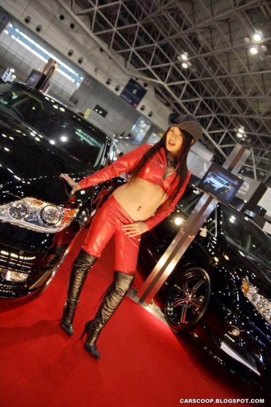Girls at Tokyo Auto Salon 2010 (58 pics)