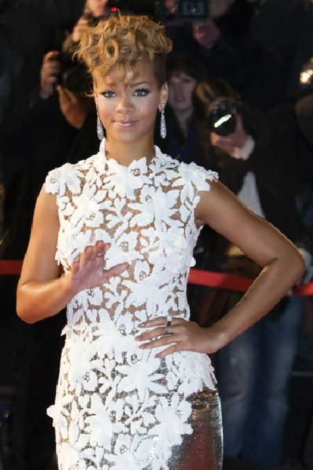 Sexy Rihanna at the NRJ Music Awards (4 pics)