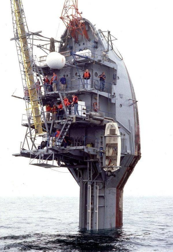 Giant Ship For Whale Watching  (5 pics + 1 gif)